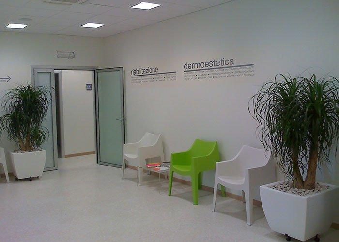 Unimedica di monticella brianza mobili per ufficio milano for Arredi per ufficio milano